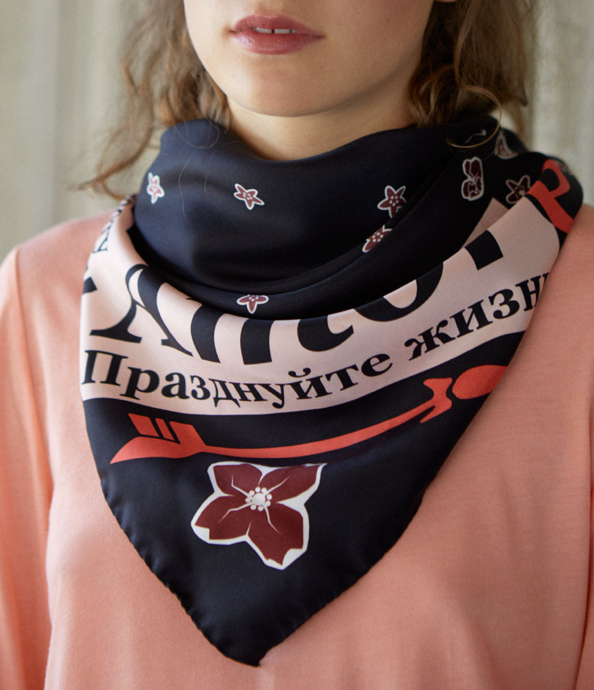 Amore-Foulard-Passion-Red-Product-Crop
