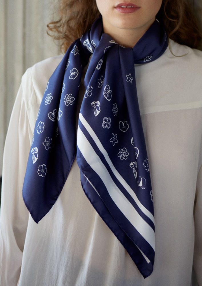 Amore-Foulard-Perfect-Indigo-Product-Crop
