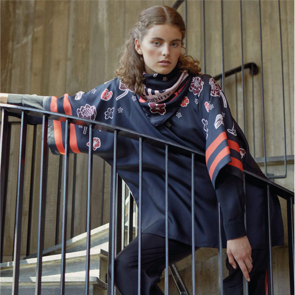 Foulard-tunic-passion-red-model-steps-web